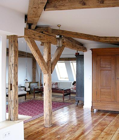 Perfekt Dachgeschoss Balken In Grau ~ Kreative Bilder Für Zu Hause  Design Inspiration